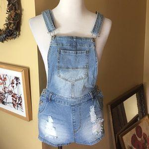 LOVETREE sz MEDIUM Overalls Denim Shorts $65 NEW